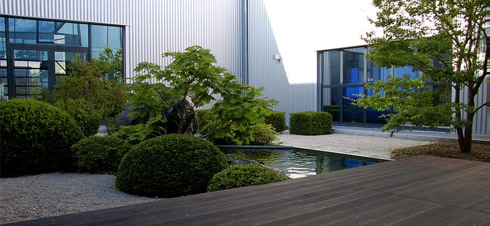moderne g rten herny klammer garten und landschaftsbau. Black Bedroom Furniture Sets. Home Design Ideas